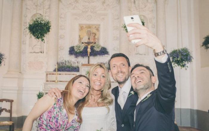 ef704e81405b Le foto del matrimonio  anche selfie e hashtag!